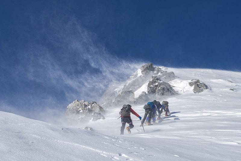 zimowa wędrówka w górach wysokich